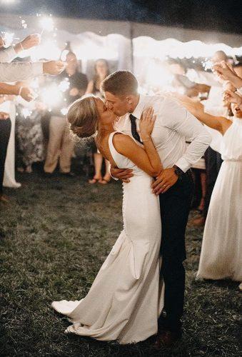 first dance wedding shots kiss in dance janelle elise photo