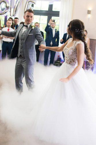 first dance wedding shots in smoke bride and groom katkaa90 via instagram