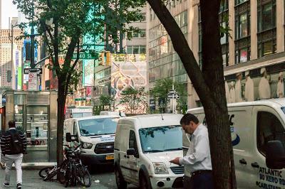 Friday Fotos: A Safari into Midtown Psychedelia [the hallucinating city?]