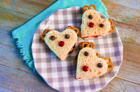 Reindeer Holiday Sandwiches with Peanut Butter