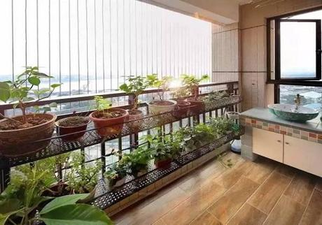 How to Decorate a Small Apartment Balcony