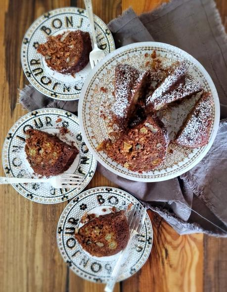 old-fashioned applesauce spice cake