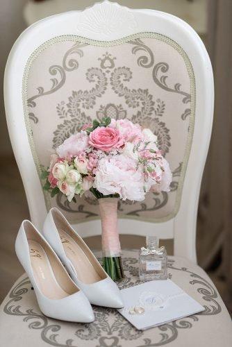 average price of wedding dress wedding shoes bouquet