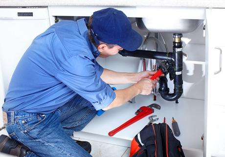 Hiring A Plumber For Leak Repair? Consider The Pros and Cons First