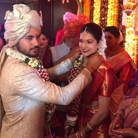 Manish Pandey marries ~  Steve Smith 'white-ants' !!