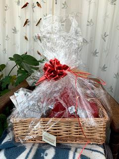 Product promotion - a party in a hamper for a  winter 'summer house'