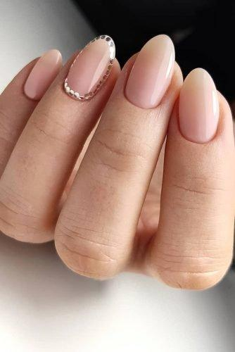 bridal nails trends nude beige with small golden couns artemova_art_nail