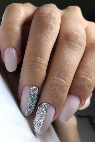 bridal nails trends silver glitter design light pink milk xnails_baku