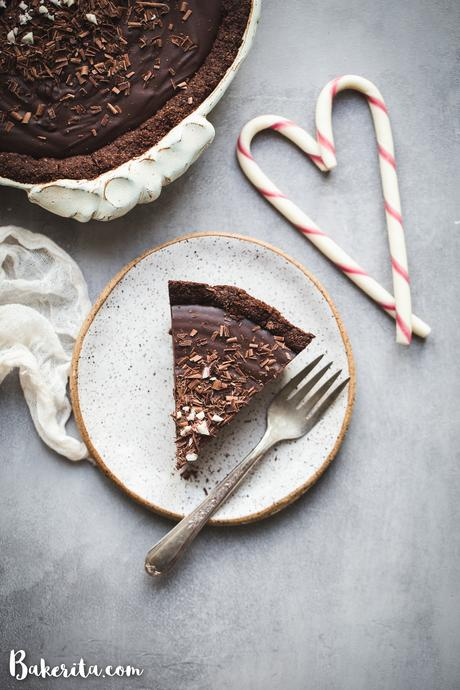 ThisGluten-Free Vegan Chocolate Peppermint Piemakes for the best holiday dessert! With just SIX ingredients, it's simple to make and irresistibly delicious.