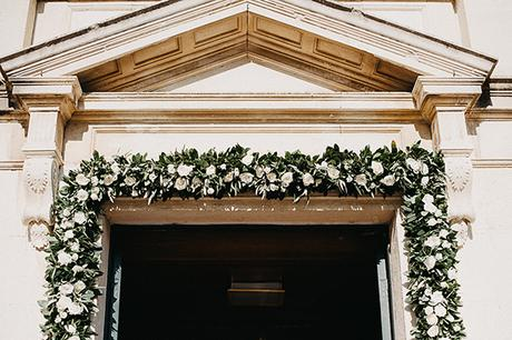 summer-wedding-olives-white-flowers_13