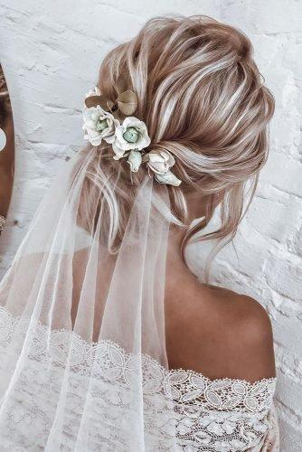 wedding hair trends blonde textured low updo with white veil anastasia_bant