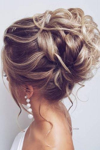 wedding hair trends high textured blonde updo with loose curls hairbyhannahtaylor