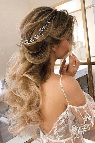 wedding hair trends textured long blonde airy wavy hair down alyona_beauty_muah