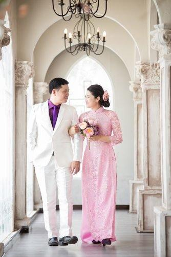 wedding venue ideas newlyweds walking castle