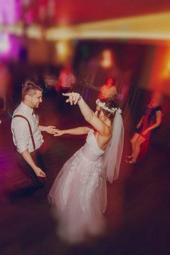 average price of a wedding band bride and groom dancing with wedding guests