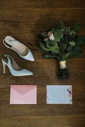 average price of wedding invitations pair of shoes wedding bouquet