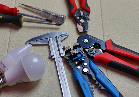 5 Things You Should Know Before Hiring An Electrical Contractor