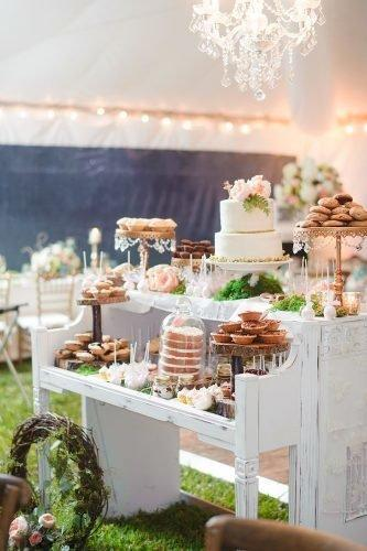 wedding dessert table ideas vintage modern white desert table luminaire foto