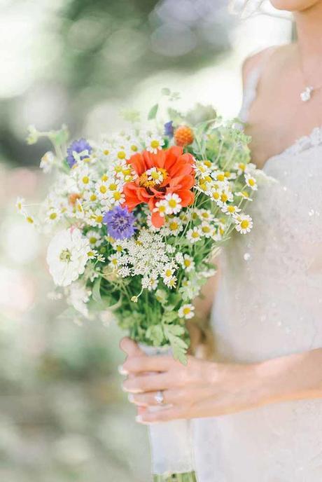 stunning alternative summer bouquets elizabeth fogarty photo