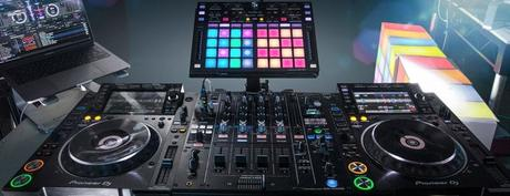 Beginners Guide to Setting up a DJ Controller