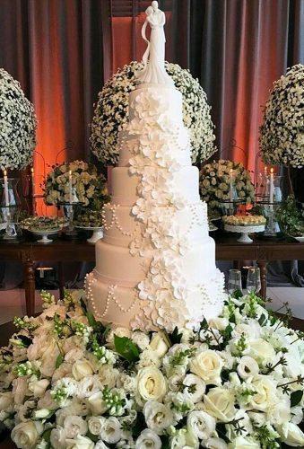 simple elegant chic wedding cakes big white cake djahmedalshaikhly