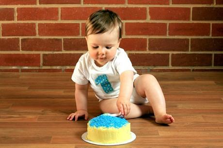 Make your little one's first birthday extra special with a cake to smash! Here are 20 Healthy Smash Cake Recipes made only with natural ingredients!