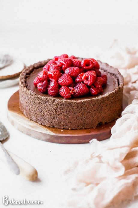 This Baked Vegan Chocolate Cheesecake will make your mouth water! It's super creamy and delicious, with a rich chocolate flavor and a tasty gluten-free chocolate crust.