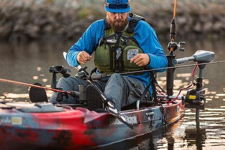 Best Trolling Motors for Kayak – Glide Across Any Water Easily ...