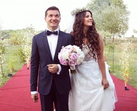wedding party entrances ideas bride and groom walk in red carpet