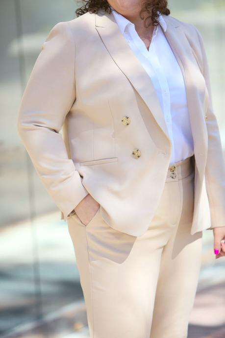 Petite Suiting for Curves