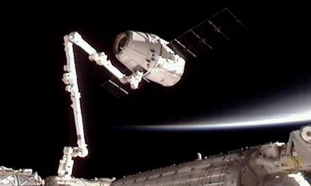 14 Amazing Photos Of The SpaceX Dragon Docking