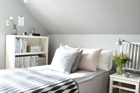 Bright bedroom – grey and pastel