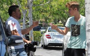 Justin Bieber accused of battering man taking photos