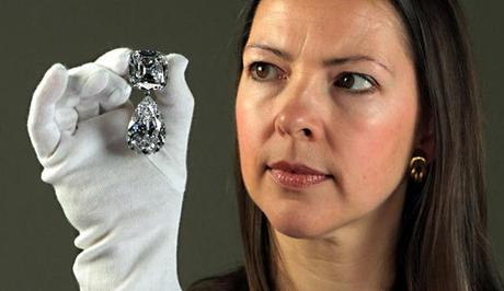 The broach with the Cullinan III and Cullinan IV diamonds