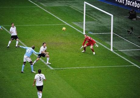 Uefa Euro 2012: Self-confessed genius Mario Balotelli threatens to kill banana-throwing fans