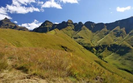drakensberg mountains looking towards cathedral peak