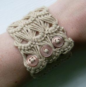 Broomstick Lace Cuff Pattern and Tutorial