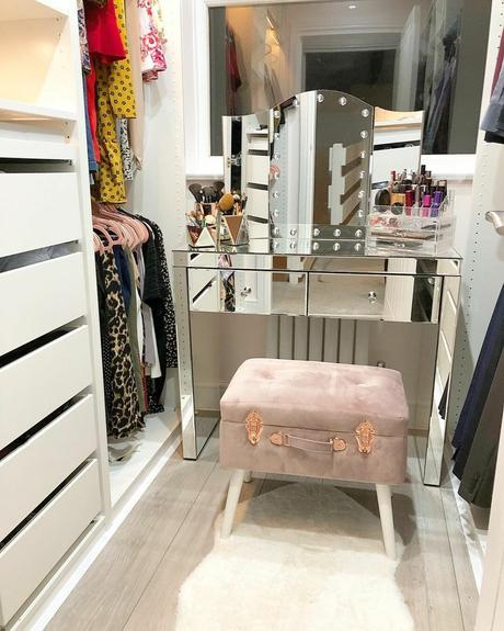 small aruba radiator in a small dressing room