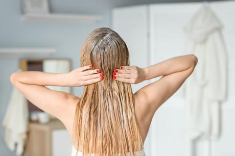 How to Make Hair Look Naturally Long and Thick With Human Hair Extensions