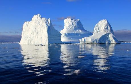 iceberg-water-sea-mirroring-nature-Greenland