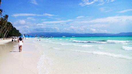 gradient blue horizon in Boracay