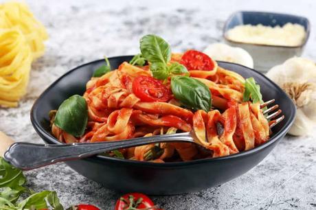 Easy Vegetarian Spaghetti Sauce with Whole Wheat Pasta