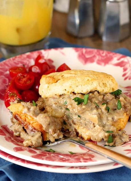 Biscuits with Sausage and Maple Flavor White Gravy