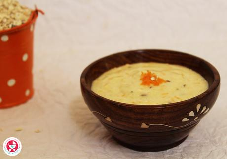 Curd oats khichdi for babies is a protein rich meal idea for babies above 6 months. This energy rich khichdi can be given to babies as a lunch or dinner.