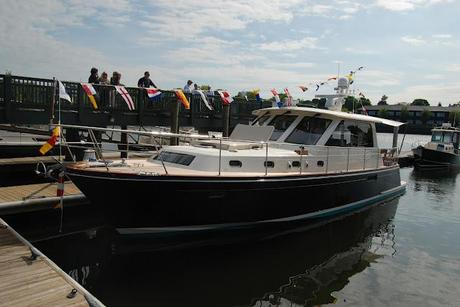 Wilder Happenings + Beautiful Thing of the Day: Hunt 44 Express Cruiser (or) Launch That Boat!