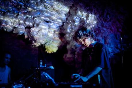 doldrums 5 550x366 UNKNOWN MORTAL ORCHESTRA PLAYED GLASSLANDS [PHOTOS]