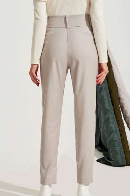 Úzke nohavice so širokým pásom a objemnými šípkami