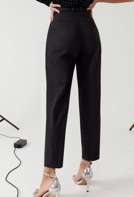 Univerzálne banánové nohavice s trendovými štipkami