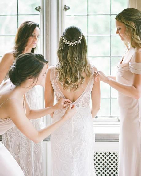 how to tip wedding vendors bride getting ready with bridesmaids