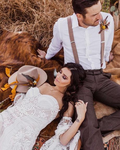 wedding planning timeline bride groom lace dress